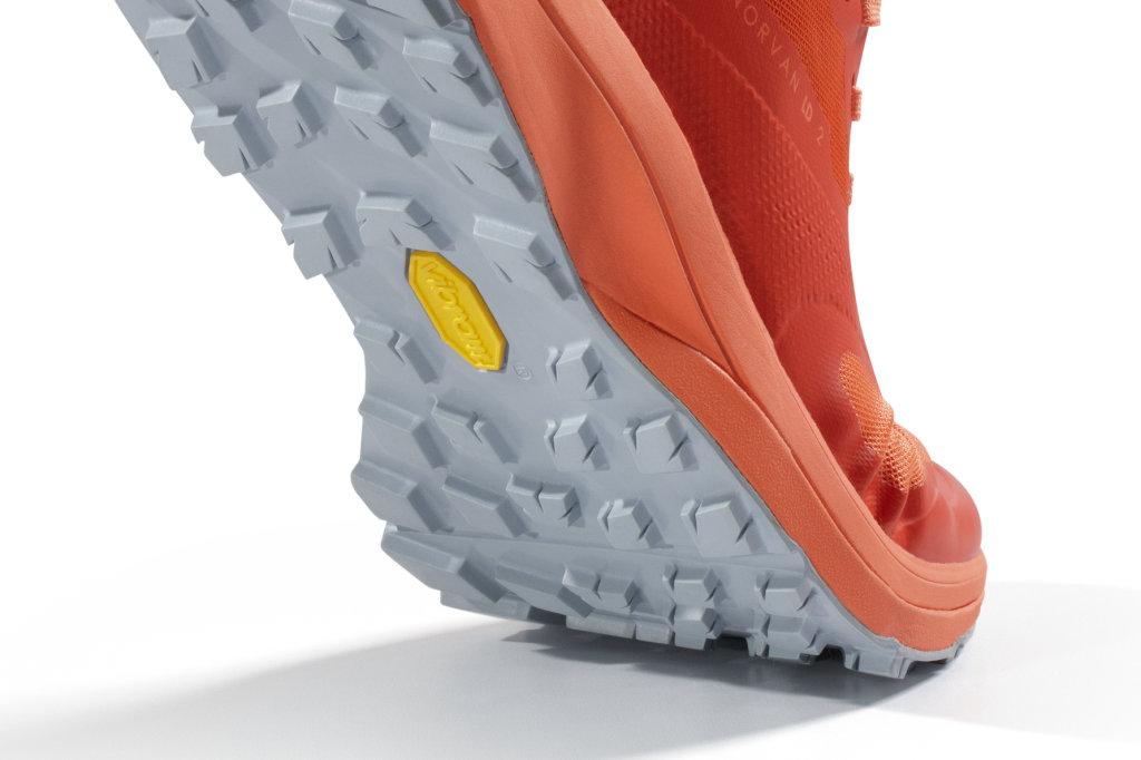 Des chaussures de trail avec semelle en vibram