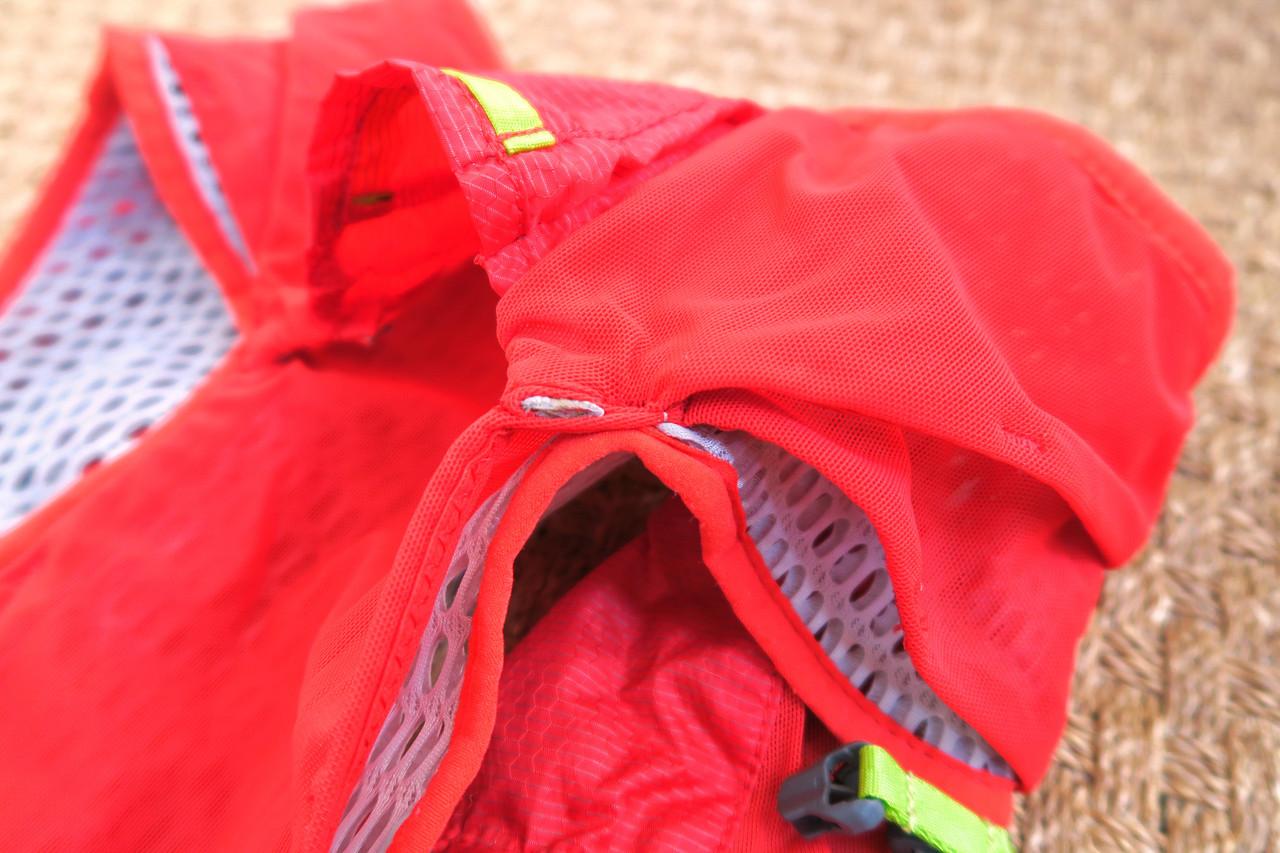 Les poches à la base du dos du Camelbak Nano