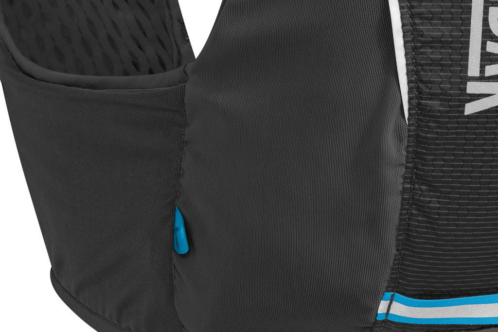 Les poches latérales et dorsales du Camelbak Ultra Pro