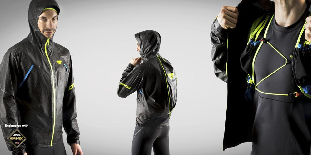 Le Zip de la Dynafit Ultra ShakeDry permet de la porter par dessus le sac