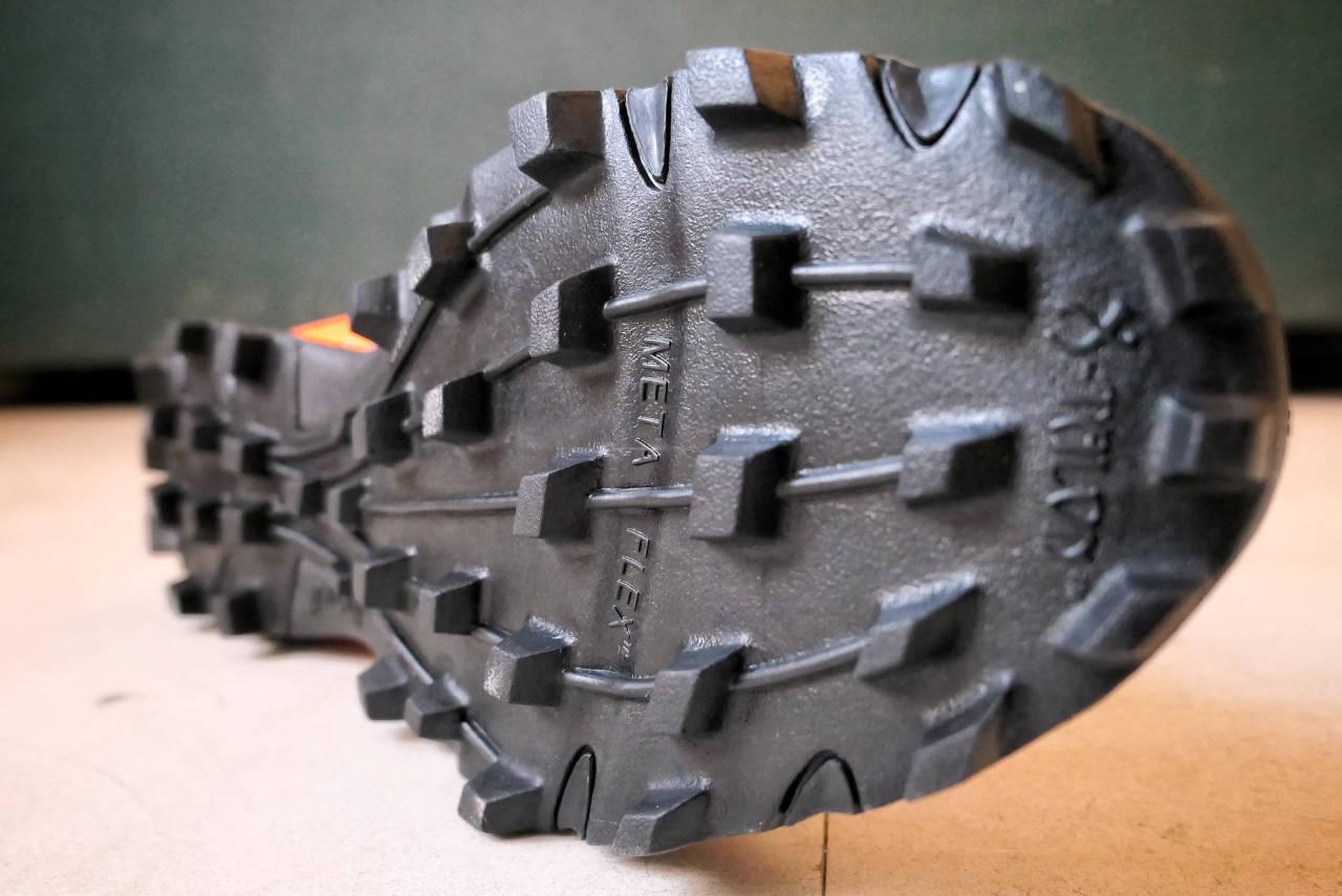 Les crampons de la X-Talon G 235
