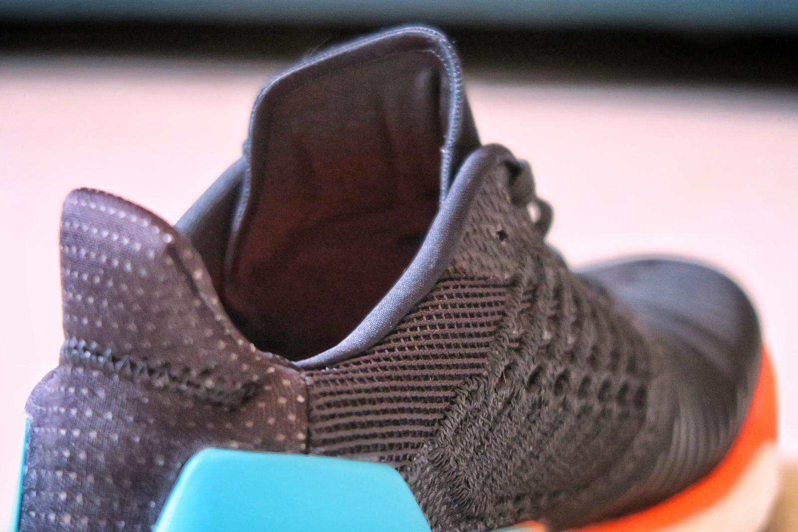 L'Adidas Solar Boost avec un zoom sur la languette