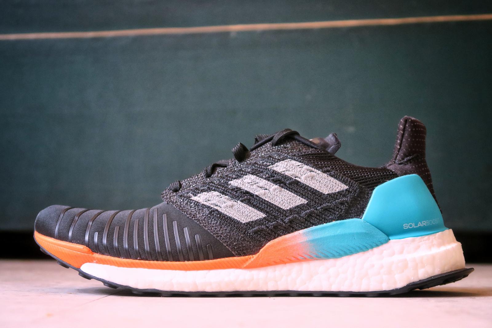 L'Adidas Solar Boost vue de profil