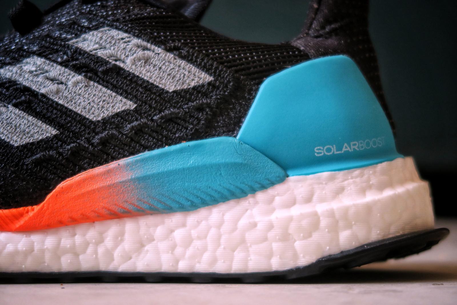 Vue sur le talon de l'Adidas Solar Boost